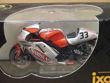 Afbeelding van Marco Melandri Yamaha YZR-M1 2003 1:24 IXO