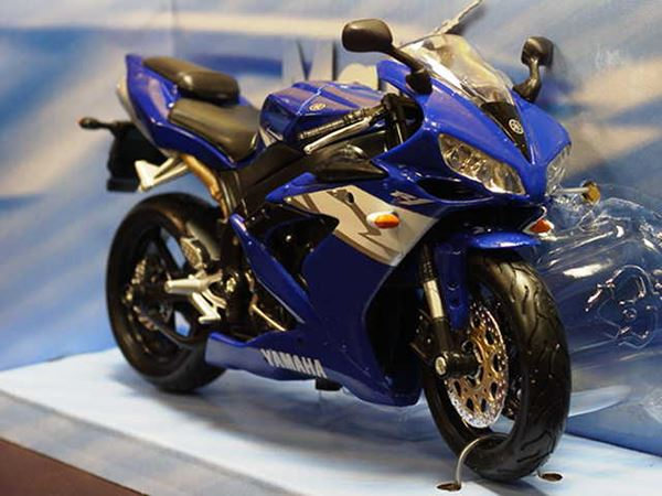 Picture of Yamaha YZF R-1 blue 1:12 31102