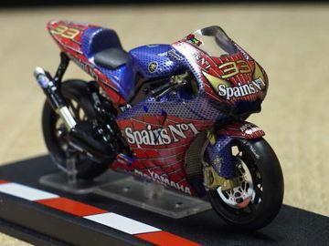 Afbeelding van Marco Melandri Spiderman Yamaha YZR M1 2004 1:24