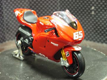 Afbeelding van Loris Capirossi Ducati desmosedici 2005 1:18 31553