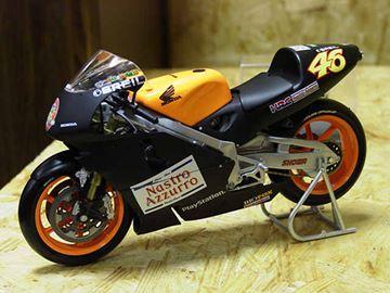 Picture of Valentino Rossi Honda NSR500 test 2000 1:12 122006186