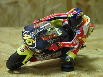 Picture of Valentino Rossi figuur riding 1999 1:12 312990146