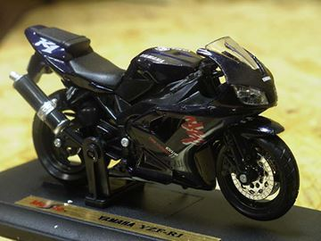 Picture of Yamaha YZF R-1 1:18 zwart