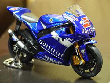 Picture of Colin Edwards Yamaha YZR-M1 2005 1:18 31552