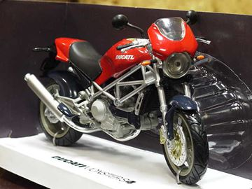 Picture of Ducati Monster S4 rood 1:12 43713