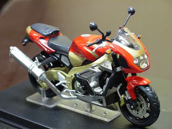 Picture of Aprilia Tuono Fighter 1000 1:24