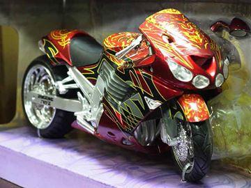 Afbeelding van Kawasaki ZZR1400 Roaring 1:12