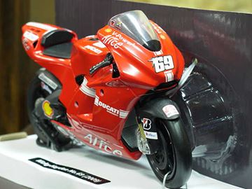 Picture of Nicky Hayden Ducati Desmosedici 2009 1:12 57203