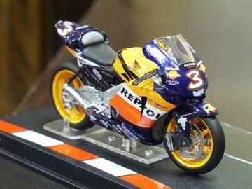 Afbeelding van Max Biaggi Honda RC211V 2005 1:24