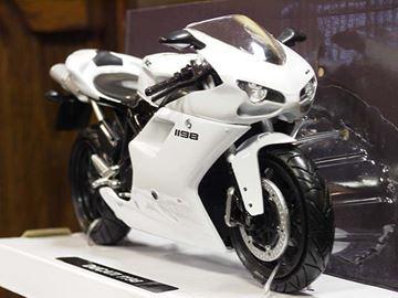 Afbeelding van Ducati 1198 white 1:12 57143