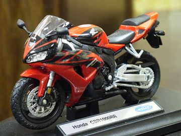 Picture of Honda CBR1000RR Fireblade 1:18 12819 Welly