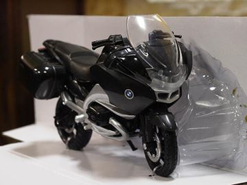 Picture of BMW R1200RT 1:18 67543 New Ray