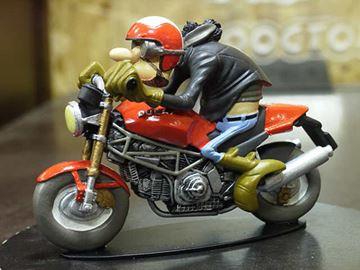 Afbeelding van Joe Bar Alphonse Ventraterre Ducati 900 Monster 1:18 jb48