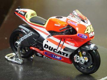 Afbeelding van Valentino Rossi Ducati Desmosedici 2011 1:18 31579