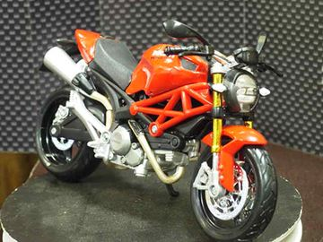 Picture of Ducati Monster 696 red 2011 1:12 31189