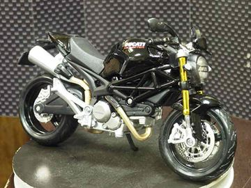 Picture of Ducati Monster 696 black 2011 1:12 31189