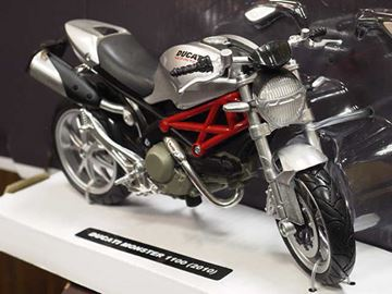 Picture of Ducati Monster 1100 grey 2010 1:12 44023