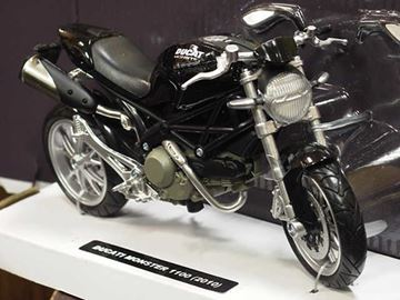 Picture of Ducati Monster 1100 black 2010 1:12 44023