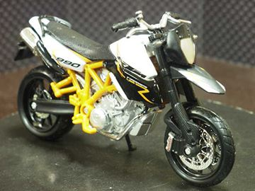 Picture of KTM 990 Supermoto R 1:18 Bburago