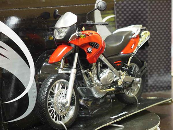 Picture of BMW F650GS 1:12 red 600401