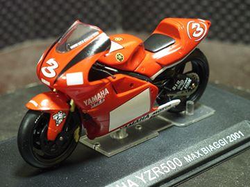 Afbeelding van Max Biaggi Yamaha YZR500 2001 1:24