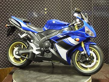 Picture of Yamaha YZF R-1 1:10 62802