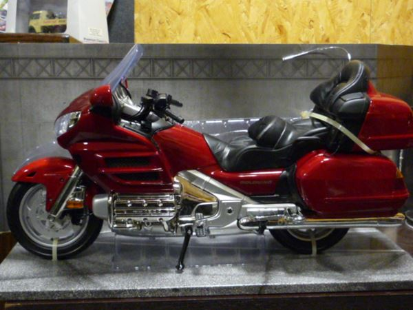 Picture of Honda GL1800 Goldwing 1:6 76264