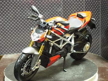Picture of Ducati Streetfighter S 1:12 31101