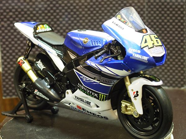 Picture of Valentino Rossi Yamaha YZR-M1 2013 1:12 57583
