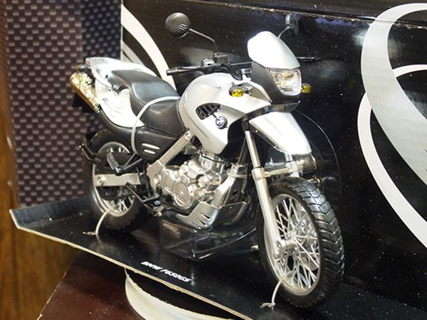 Picture of BMW F650GS 1:12 grey 600403