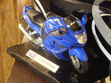 Afbeelding van Honda CBR1100XX  Blackbird blue 1:12 600104