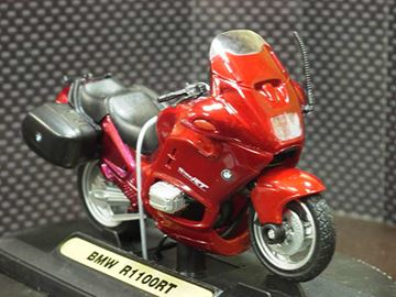 Picture of BMW R1100RT red 1:18 Motormax