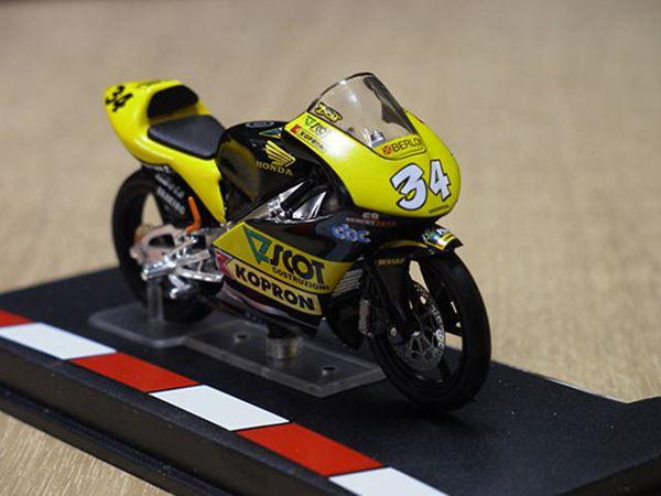 Picture of Andrea Dovizioso Honda RS125 2004 1:24