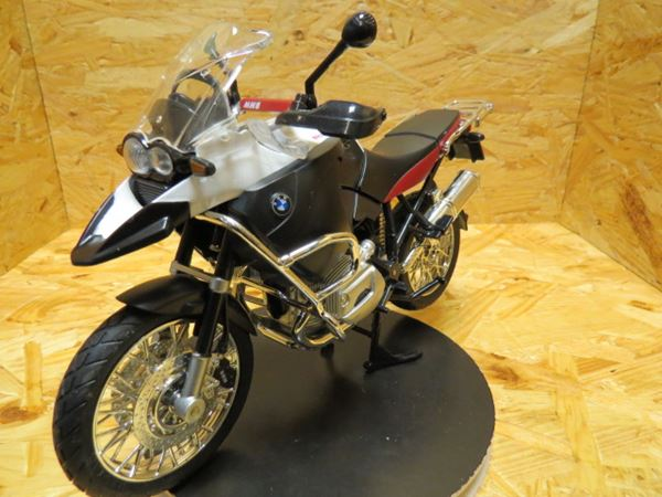 Picture of BMW R1200GS white 1:9 00200
