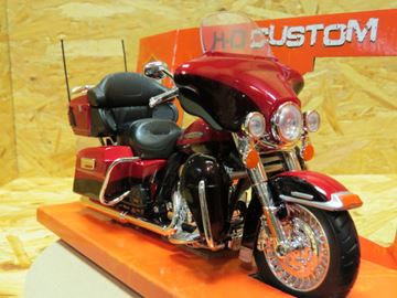 Afbeelding van Harley Davidson FLHTK electra glide 1:12 32323