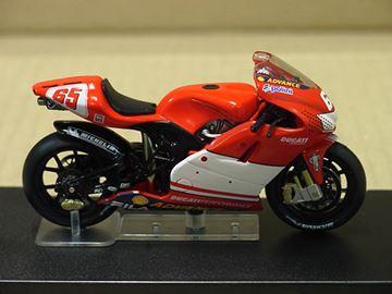 Afbeelding van Loris Capirossi Ducati Desmosedici 2003 1:24