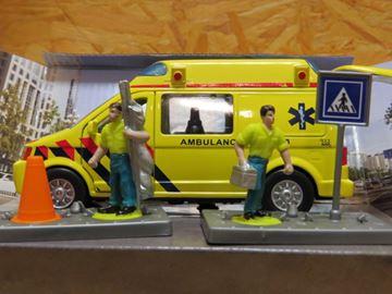 Afbeelding van Globe ambulance set ziekenauto