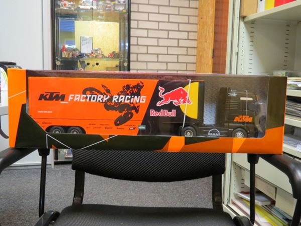 Picture of KTM Factory racing truck 1:32 Red Bull