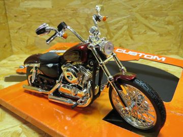 Picture of Harley Davidson XL1200V Seventy Two 2012 1:12 32324