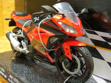 Afbeelding van Kawasaki Ninja 300 red 1:12 605302