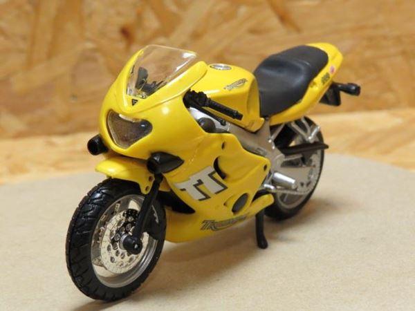 Picture of Triumph TT600 gl. Bburago 1:18