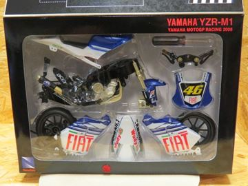 Picture of Valentino Rossi Yamaha M-1 2008 easy kit 1:12 43375