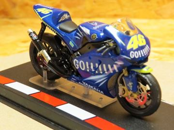 Picture of Valentino Rossi Yamaha YZR M1 2004 1:24