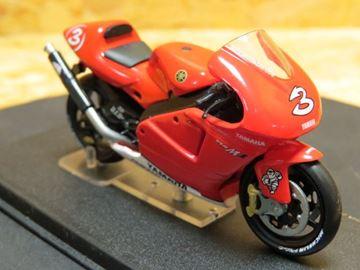 Afbeelding van Max Biaggi Yamaha YZR M1 2002 1:24