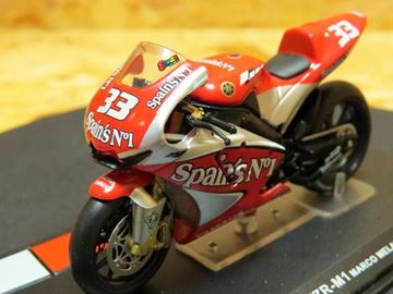 Afbeelding van Marco Melandri Yamaha YZR M-1 2004 1:24