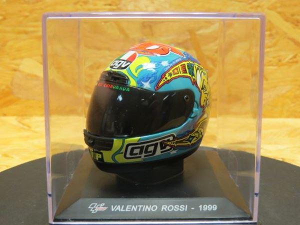Picture of Valentino Rossi  AGV  helm 1999 1:5 plastic cover gebarsten