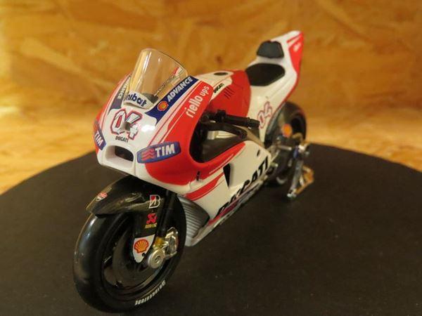 Picture of Andrea Dovizioso Ducati Desmosedici 2015 1:18 31588