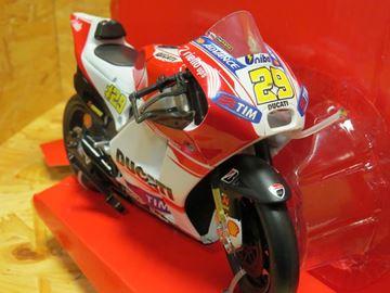 Afbeelding van Andrea Iannone Ducati Desmosedici 2015 1:12 57733