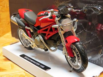 Picture of Ducati Monster 1100 red 2010 1:12 44023