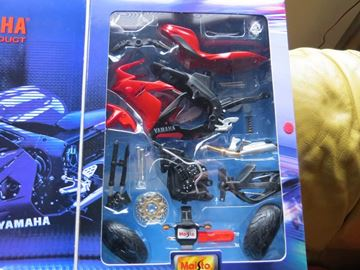 Afbeelding van Yamaha YZF R-1 red easy kit 1:12 39052